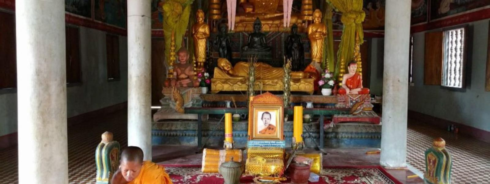 Half Day Pagoda Tour  and Monk Blessing